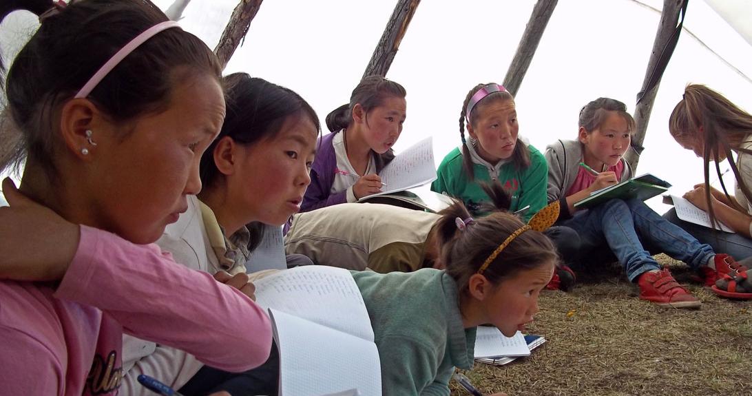 Mongolia_Schoolgirls